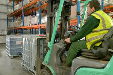 moving an ibc with a forklift truck